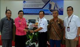 Foto Bersama Kabalmon Kupang (tengah) dengan Wakil Bupati Manggarai Barat didamping pejabat Kabupaten Manggarai Barat 13/11/2019