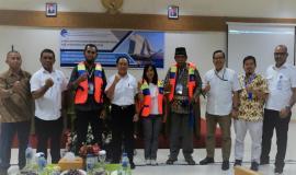 Foto Bersama Undangan Acara Balmon Kupang Dukung Keselamatan Pelayaran Wisata di Labuan Bajo 13/11/2019