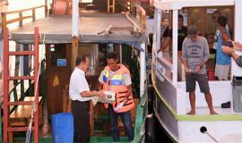Kabalmon Kupang (Moh.Syarif Helmi) Mmberikan Sosialisasi kepada Nelayan lokasi di pantai pelabuhan Labuan Bajo dilandasi lokasi yang sangat ramai dengan kapal nelayan ataupun kapal wisata menuju destinasi Taman Nasional Komodo 13/11/2019