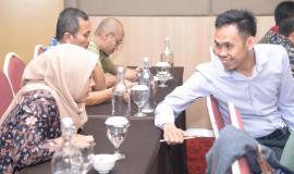 Peserta Undangan Workshop Analisis Beban Kerja Tahun 2019, Dua Peserta sedang melakukan diskusi  26/11/2019